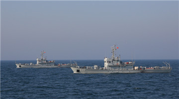 Minesweepers sail in Yellow Sea