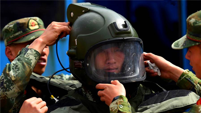 Bomb disposal drill held in SW China's Kunming