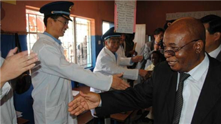 Zambian defense ministry awards medals to Chinese military doctors