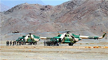 Special operations soldiers remain suspended from transport helicopter