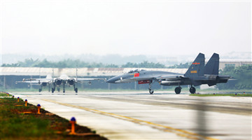 Fighter jets taxi to runway