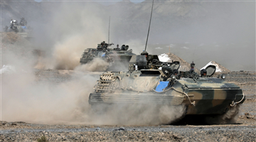 Armored infantrymen conduct tactical training in Gobi desert