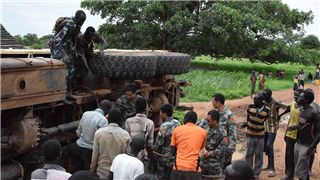 Chinese peacekeepers in Sudan rescue trapped vehicle