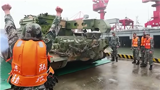 PLA Army holds combined arms training on cross-sea ferry of troops and equipment