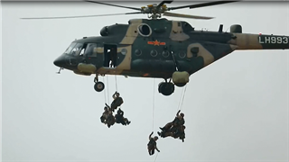 PLA special operations soldiers conduct highly difficult fast-roping training
